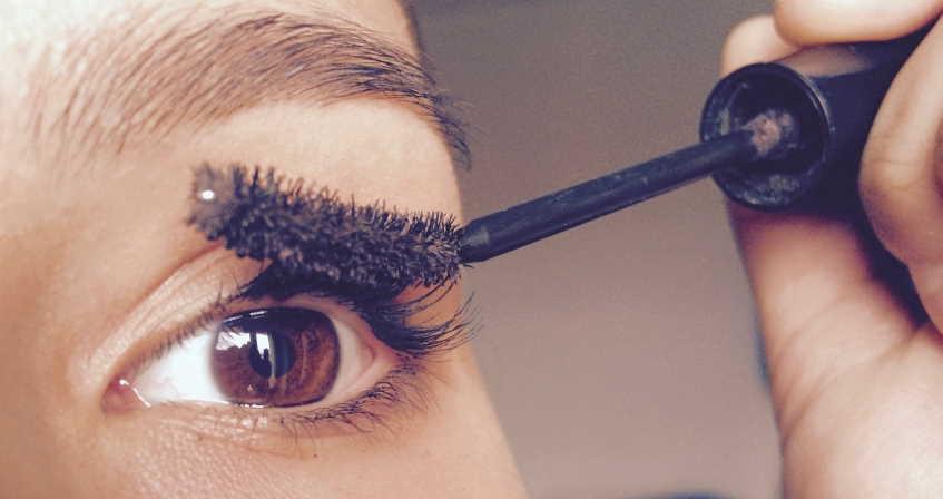 putting eyeshadow